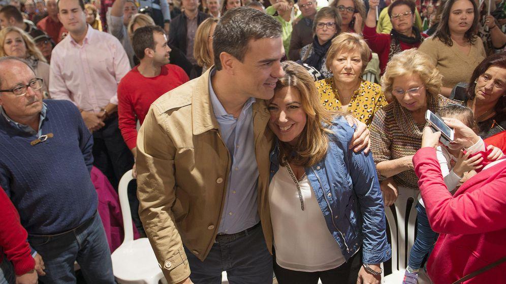 Foto: El secretario general del PSOE, Pedro Sánchez (i), junto a la presidenta de la Junta de Andalucía y secretaria general del PSOE andaluz, Susana Díaz (d). (EFE)