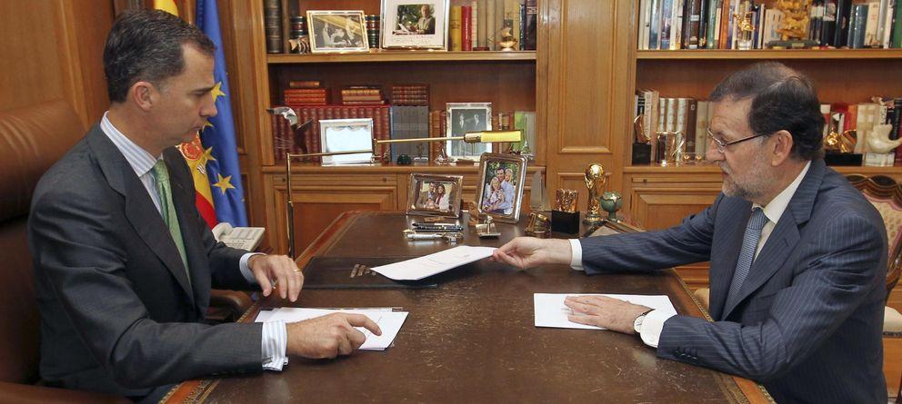 Foto: Felipe VI recibe a Rajoy en su primer despacho