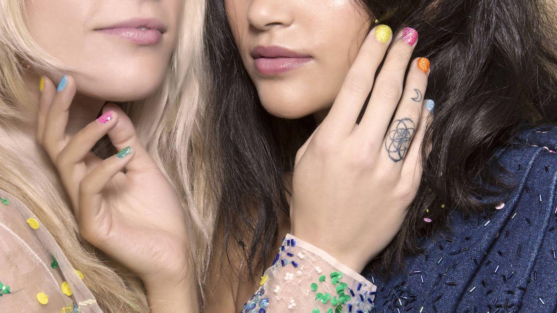 Esmaltes de colores y otras tendencias para las manicuras del verano. (Imaxtree)