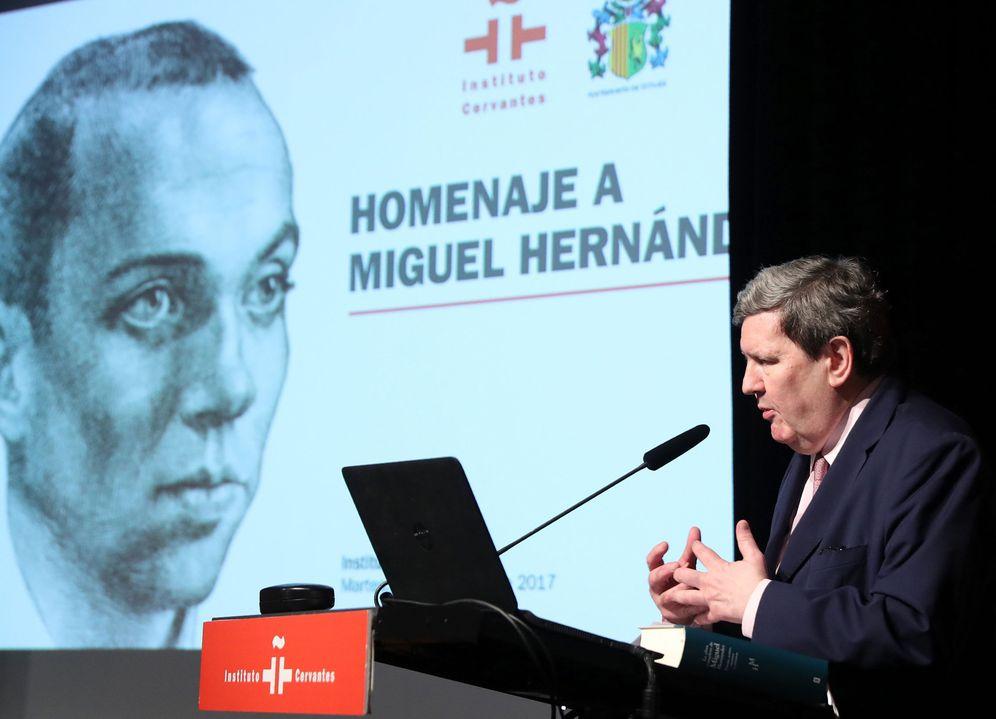 Foto: El director del Instituto Cervantes, Juan Manuel Bonet, durante un homenaje al poeta Miguel Hernández. (Efe)