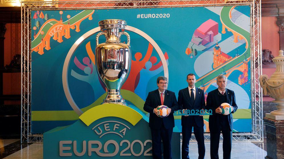 Foto: Juan Mari Aburto, alcalde de Bilbao, Aleksander Ceferin, presidente de la UEFA, y Ángel Maria Villar, presidente de la RFEF. (REUTERS)