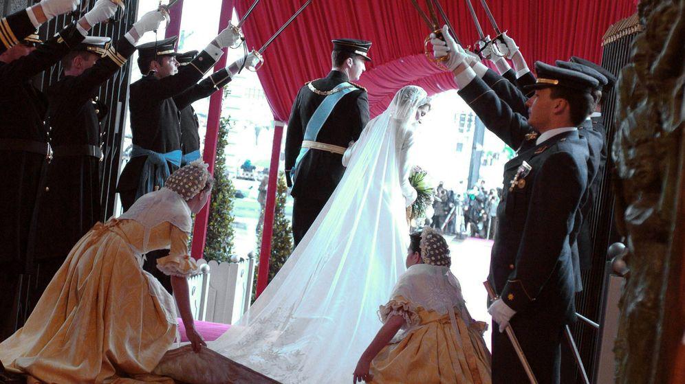 Foto: Felipe y Letizia el día de su boda. (Reuters)