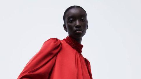 Zara y la blusa estampada que usarás desde ahora hasta el final de la primavera