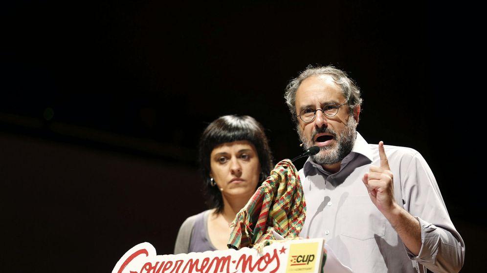 Foto: El cabeza de lista de la CUP Antonio Baños junto a la número dos, Anna Gabriel. (EFE)