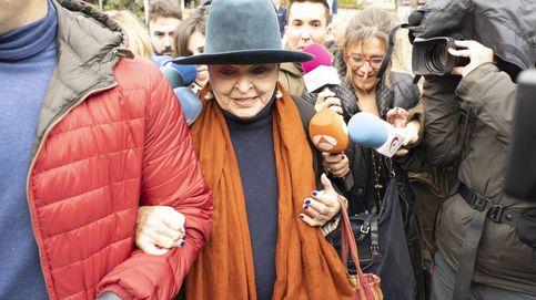 La 'vuelta al mundo' de Lucía Bosé antes de su juicio por apropiación indebida