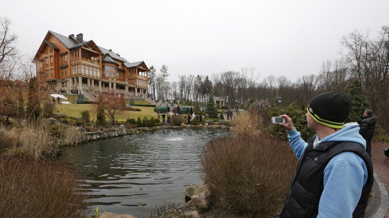 La residencia principal de Yanukóvich, que se convirtió en un museo de la corrupción en 2014. (Reuters)