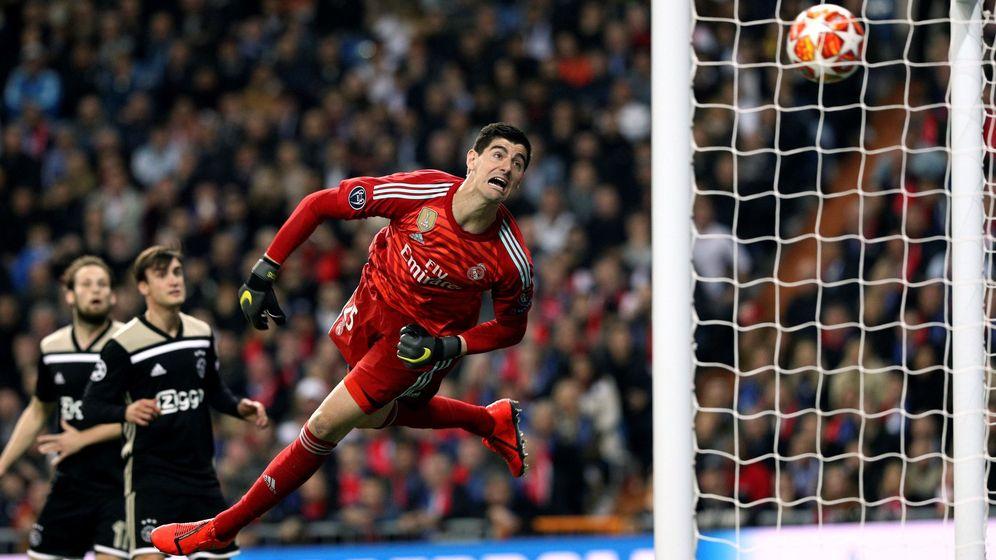 Foto: Courtois, en un gol del Ajax. (EFE)