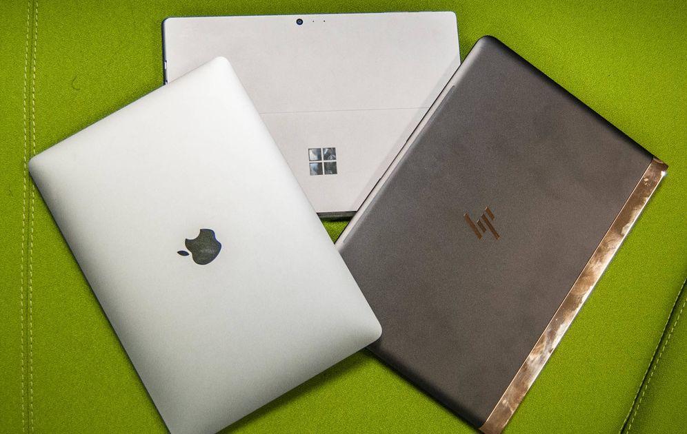 Foto: El MacBook Pro (izquierda), junto al Surface Pro 4 (centro) y el HP Spectre (derecha). (Foto: Carmen Castellón)