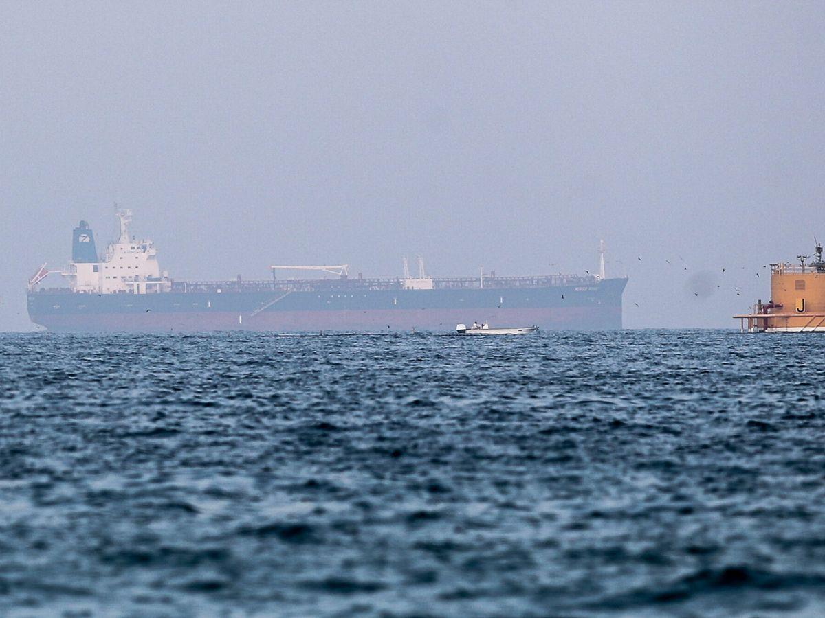 Foto: Foto del Mercer Street, barco atacado hace apenas unos días en las aguas del Golfo de Omán (EFE)