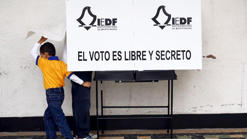 Foto: Un hombre vota en las elecciones mexicanas del 7 de junio de 2015 (Reuters)