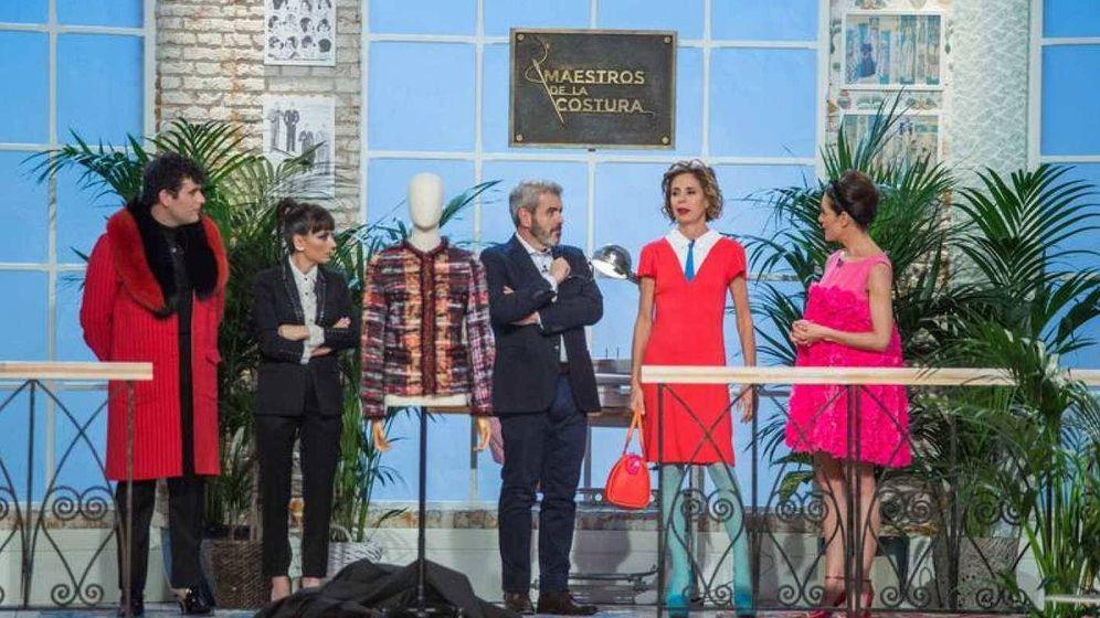 Foto: Ágatha Ruiz de la Prada visitó el taller de 'Maestros de la costura'