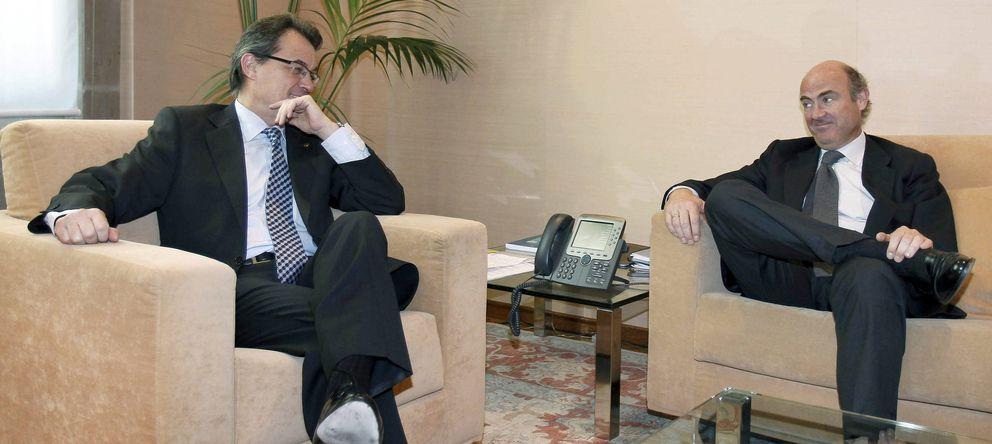 Foto: Artur Mas y Luis de Guindos, en una foto de archivo. (Efe)