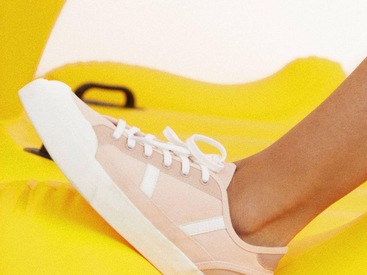 Foto: Las zapatillas de deporte de Parfois más veraniegas. (Cortesía)
