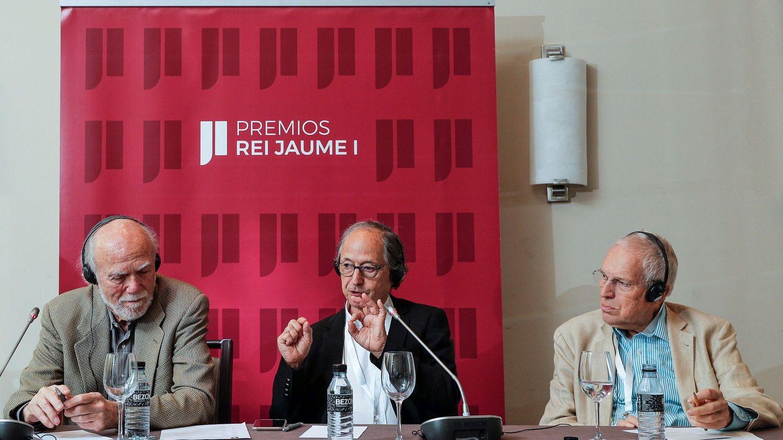 Los Premios Nobel Barry Barish (Física 2017), Michael Levitt (Química 2013), y Edmund Phelps (Economía 2006), de izquierda a dcha, integrantes de los jurados de los Premios Rey Jaime I. (EFE)