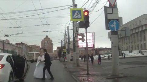 La pelea viral de unos novios recién casados tras salir de la iglesia