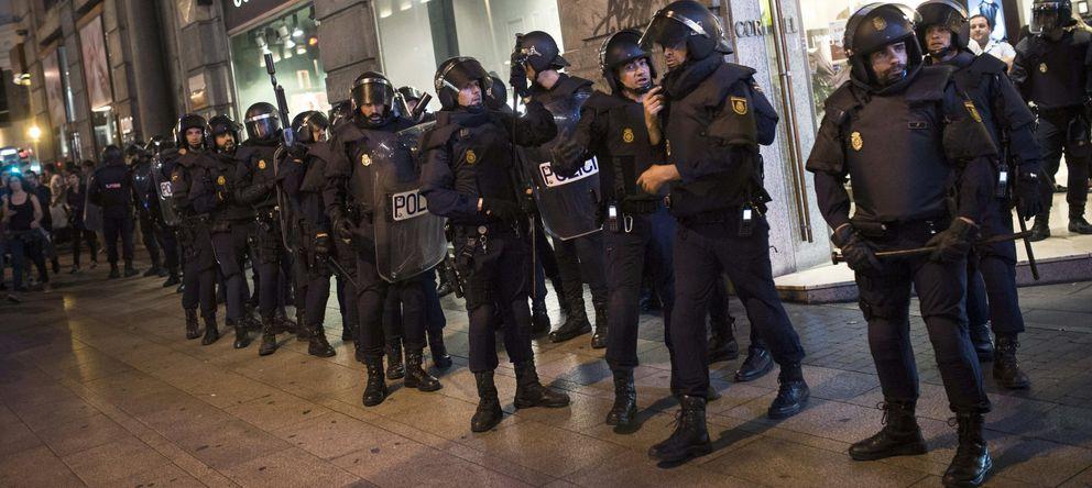 Foto: Miembros de la UIP, durante la protesta del 25-S. (Efe)