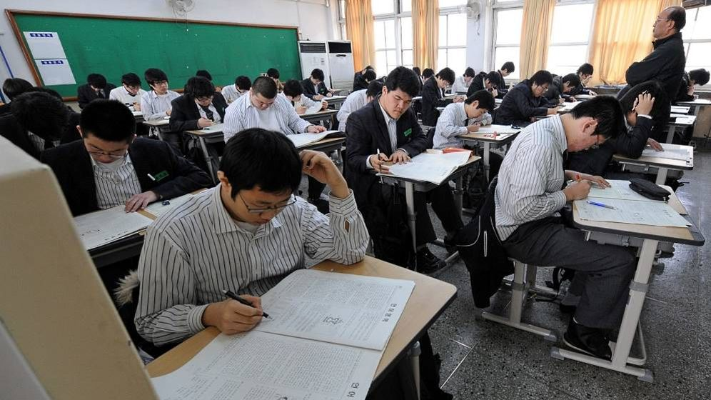 Foto: Un grupo de estudiantes, realizando el temido Suneung. (KJ Korea)