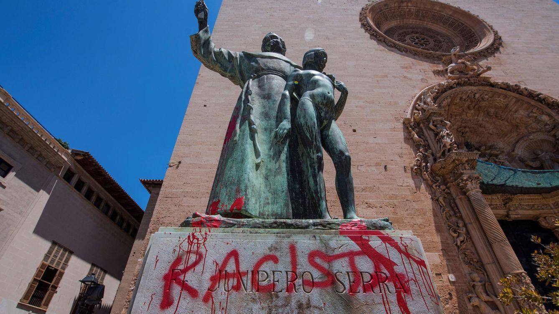 El derribo de estatuas como 'flashmob' de fanáticos: ¿qué está pasando?