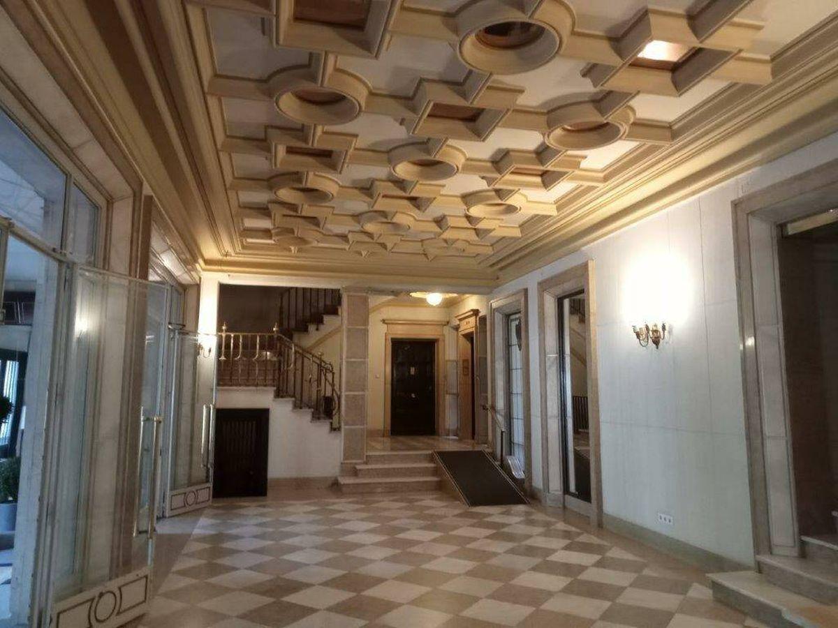 Foto: 'Hall' del piso que sale a subasta. (Ministerio de Hacienda)