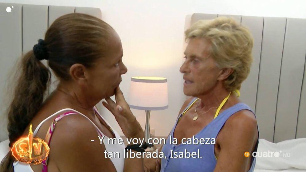 Foto: Isabel Pantoja y Chelo García Cortés, en 'Supervivientes 2019'. (Telecinco)