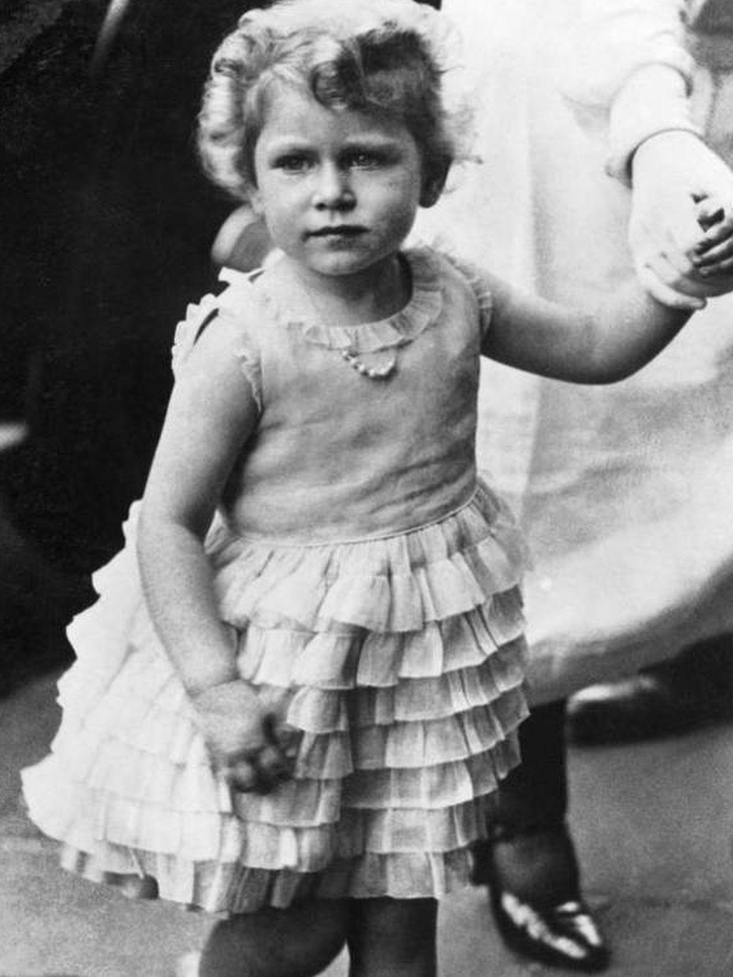 La reina Isabel II, de niña. (Getty)