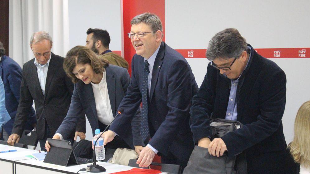 Foto: Ximo Puig, con el secretario de Organización, Alfred Boix, a su izquierda, en la ejecutiva del PSPV-PSOE de este 10 de mayo. (PSPV)
