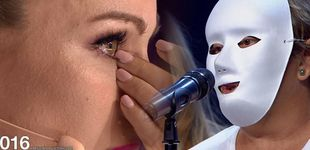 Post de Edurne, a lágrima viva tras la actuación de un grupo de mujeres maltratadas
