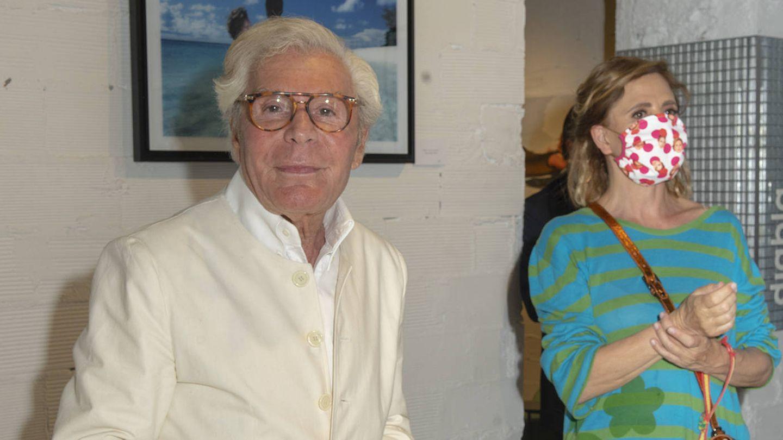 El fotógrafo con Agatha Ruiz de la Prada. (Foto: Beatriz Morandeira y Jose Luis Simón)