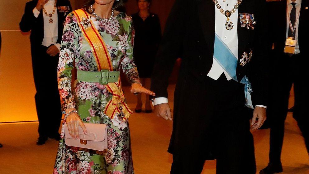 La reina Letizia lleva Andalucía a Japón: el tocado sevillano y el vestido cordobés