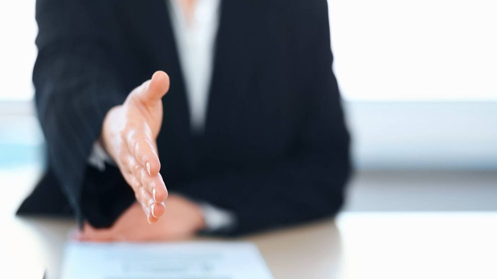 Foto: Cuando el proceso acaba con este ansiado choque de manos. (iStock)
