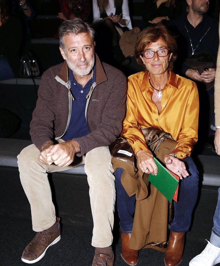 Foto: Emilio Aragón y su esposa, Aruca, en el desfile de Palomo Spain. (Cordon Press)
