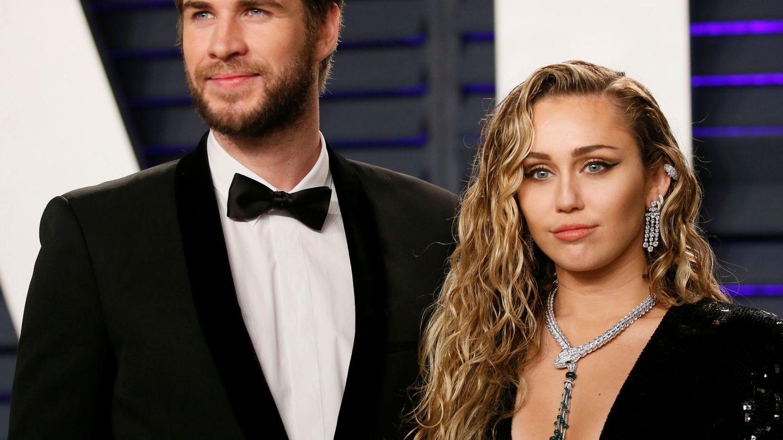 Miley Cyrus, con Liam Hemsworth. (Reuters)