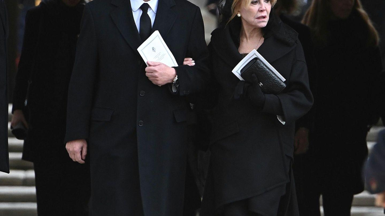 Michavila y la baronesa Thyssen, en el funeral de Pilar de Borbón. (EFE)