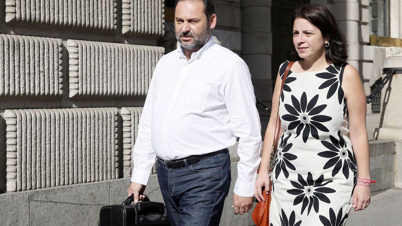 Sánchez 'perdona' a Hernando y le pide que siga interinamente en la cúpula del grupo