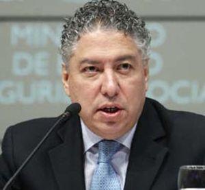 """Burgos dice que la decisión de no actualizar las pensiones es """"transitoria"""""""