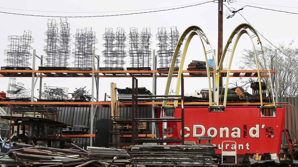 Foto: Un cartel de McDonald's en un desguace de Arizona (Reuters)
