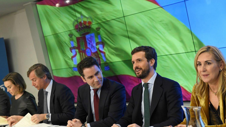 Foto: Pablo Casado, junto a la vicesecretaria de Organización, Ana María Beltrán, y el secretario general del partido, Teodoro García Egea, durante la reunión de la Junta Directiva Nacional. (EFE)