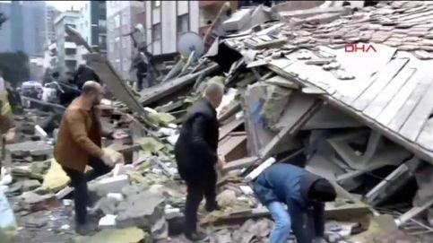 Se derrumba un edificio de 8 plantas en Estambul