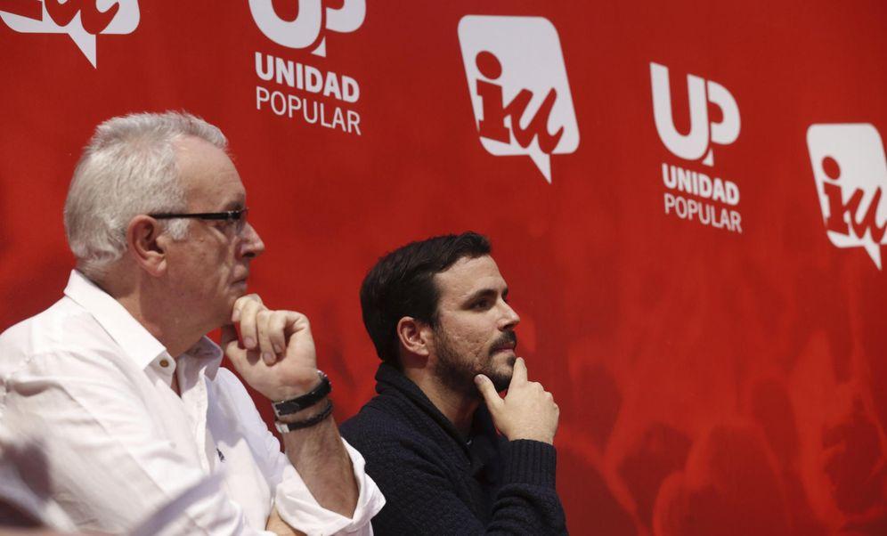 Foto: Cayo Lara y Alberto Garzón, el pasado 3 de diciembre, en el arranque de campaña de IU-Unidad Popular, en Madrid. (EFE)