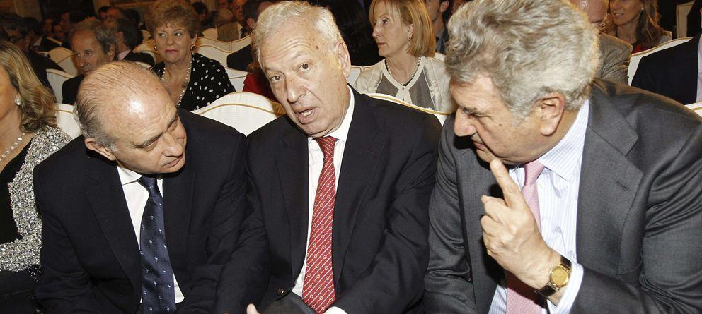 Foto: Los ministros de Interior, Jorge Fernández Díaz (i), Asuntos Exteriores, José Manuel García-Margallo (c), y el presidente del Congreso, Jesús Posada. (EFE)