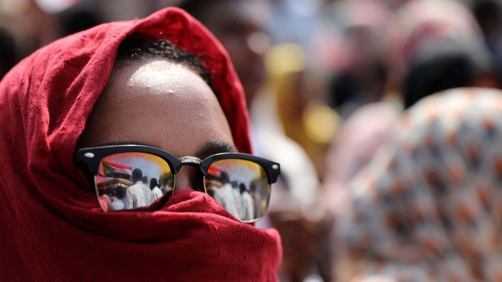 Foto: Imagen de archivo de una manifestante sudanés. (EFE)
