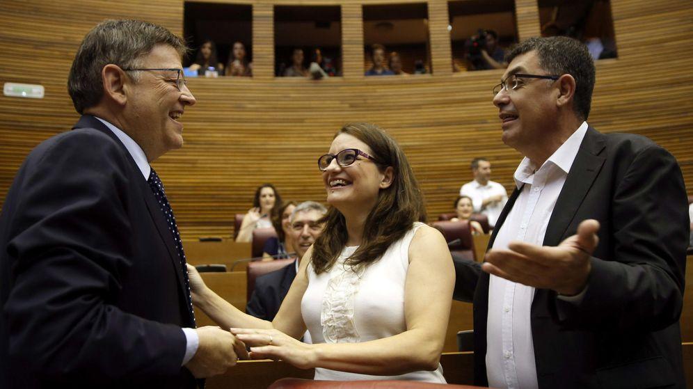 Foto: El candidato a la presidencia de la Generalitat del PSOE, Ximo Puig (i), conversa con la candidata de Compromis, Mónica Oltra, y con el portavoz de Compromís, Enric Morera (d). (EFE)
