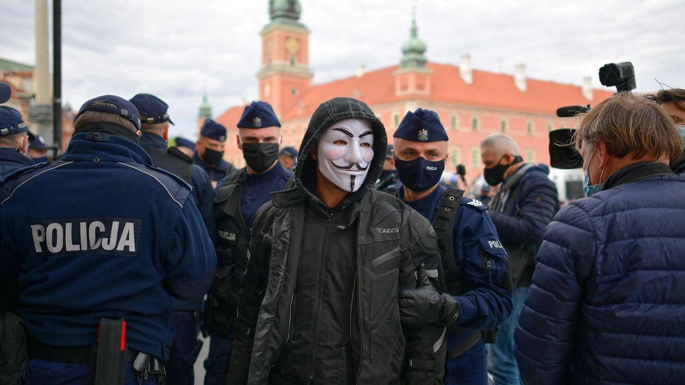 Foto: Protesta por el confinamiento en Polonia. (Reuters)