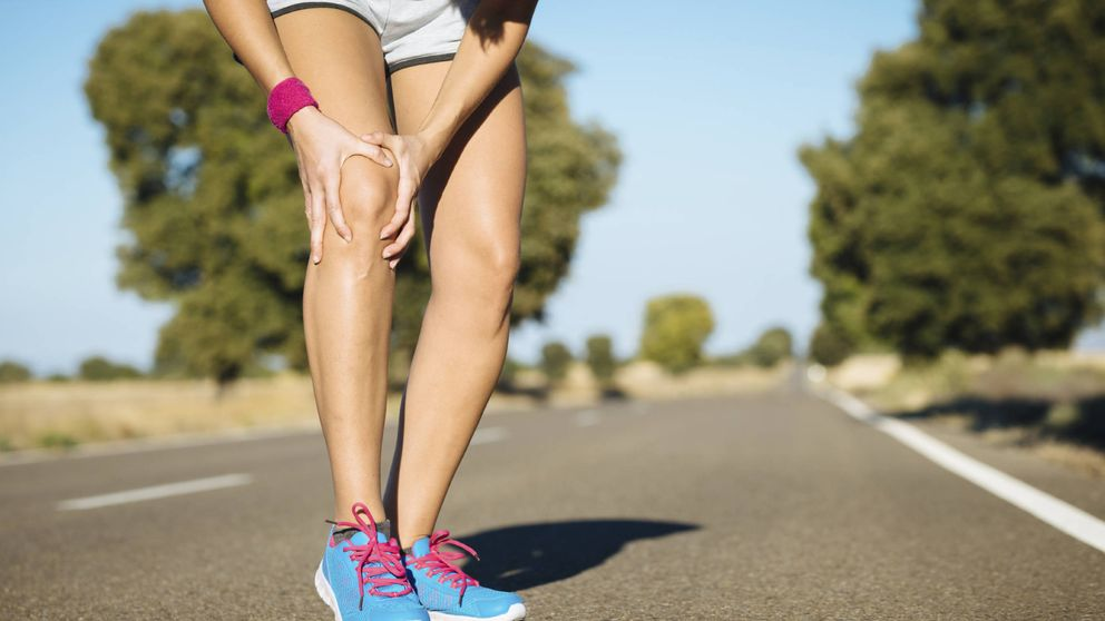 Si se te hinchan las rodillas, lee esto: puede ser por estas razones