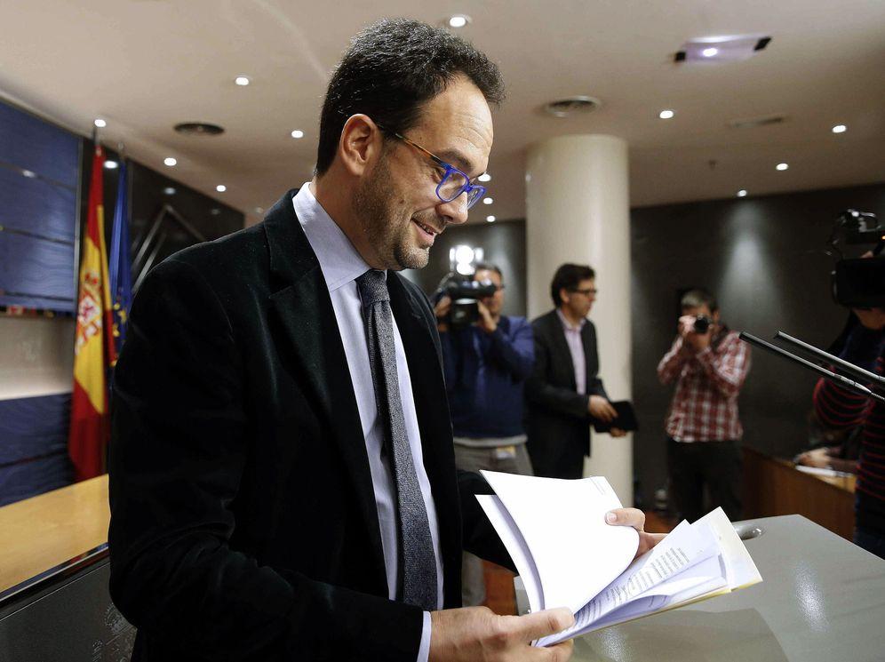 Foto: Antonio Hernando, durante su rueda de prensa de este 8 de marzo en el Congreso. (EFE)