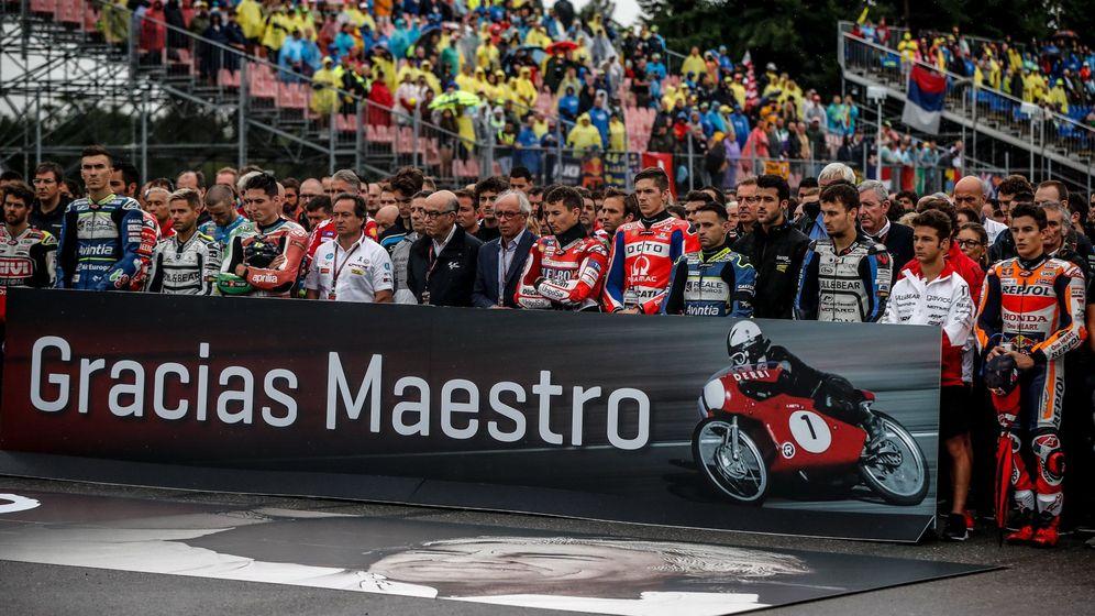 Foto: El motociclismo se vuelca con los nieto. (Reuters)