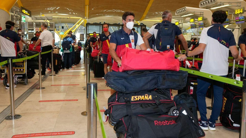 El equipo olímpico español en el aeropuerto de Barajas. (EFE)