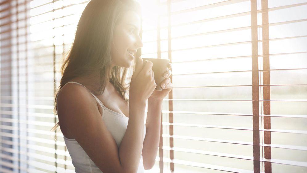 Foto: A no ser que su taza lleve ginebra, todo apunta a que lo está haciendo bien para cuidar de su salud. (iStock)