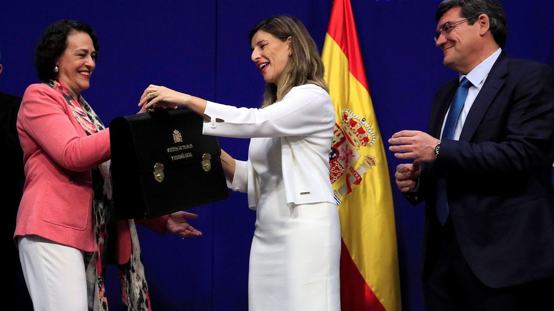 Foto: Toma de posesión de los ministros de Trabajo, Yolanda Díaz, y de Seguridad Social, José Luis Escrivá. (EFE)