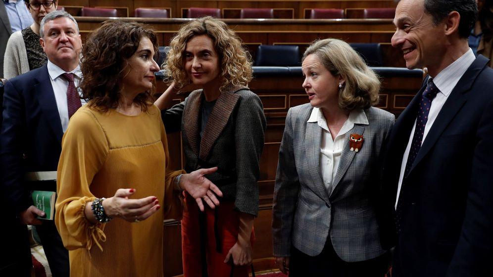 Foto: El ministro de Ciencia, Innovación y Universidades, Pedro Duque (d), y la ministra de Hacienda, María Jesús Montero (2i). (EFE)